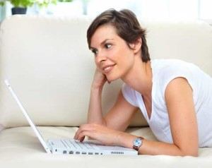 home_search_online_laptop_woman